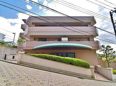 菊名パークホームズ参番館 自然豊かで閑静な住宅地に佇むマンション。