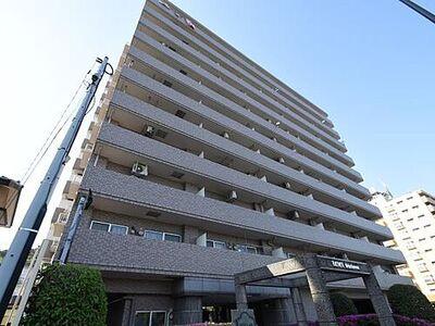 レクセル新子安 総タイル貼りの美しい外観が目を引きます。11階建ての11階部分、最上階の角部屋。
