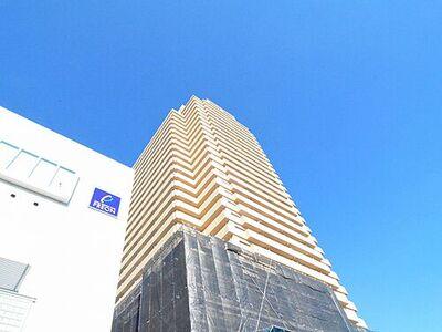 ライオンズステーションタワー北越谷 ~青空に聳え立つタワーマンション~外壁タイル張りの高級感