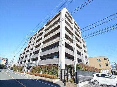レクセルマンション羽村 澄んだ青空に映えるレクセルマンション羽村。周辺に超高層の建物が無いので開放感がございます。