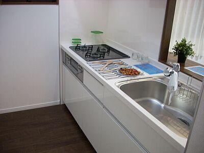 クリオ横浜天王町壱番館 機能的で使い勝手のよいシステムキッチンです。