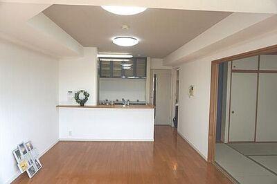 サンクレイドル志木 隣の和室オープンで広々空間にチェンジ