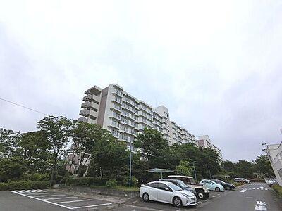 野庭団地604-1号棟 横浜市営地下鉄ブルーライン「上永谷」駅徒歩14分。