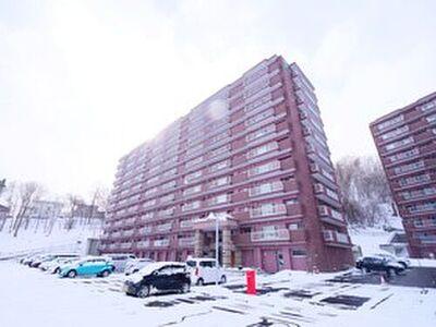 パーソナルヒルズ宮の沢セカンドステージ 10階建てのマンションです。閑静な住宅地にあります。