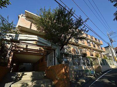 ライオンズマンション多摩永山第3 たっぷりの陽光を浴び、たくさんのお空が眺められる4階部分のお部屋です。
