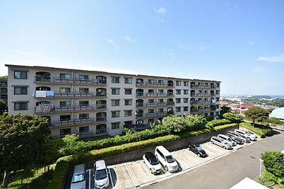 西武郊外マンション湘南鷹取台G棟 陽が燦々と降り注いでいます。