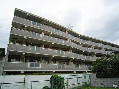 横濱東希望が丘パーク・ホームズ ご紹介のお部屋は最上階の5階部分。豊かな眺望と日当り、爽やかな風が舞い込む快適なお住まい。南東向き…
