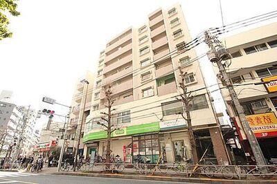 小石川コヤマハイツ 街に溶け合う美しい景観を生みだしているにも関わらず、採光や風通しを考えて設計された間取り。近隣との…