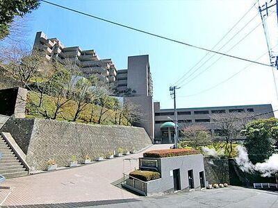 パークセレノ熱海 来宮駅徒歩5分、南傾斜の丘に建つ相模湾を見渡すマンション。