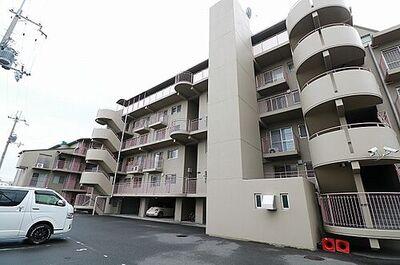 サンライズマンション岸和田上野町 落ち着いた外観の全46戸小規模マンション。暮らしに便利な立地です。