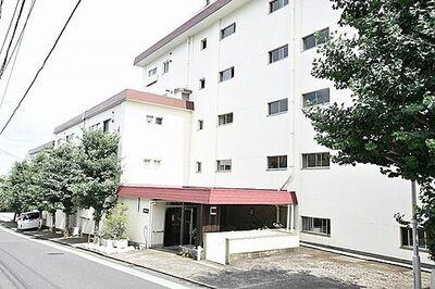 三ツ沢マンション 横浜」駅徒歩圏内最上階につき眺望良好、開放感もあるお部屋です。