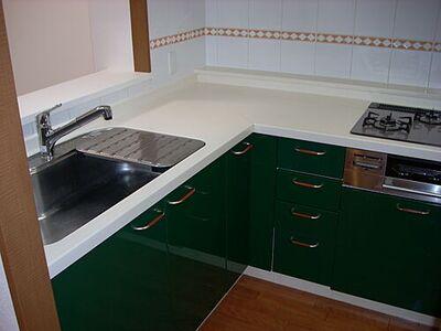 パークスクエア中央林間 L型キッチンは作業しやすく、お料理の効率があがりそうです。