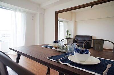 パークハイツ越谷C棟 LDKは広々約15帖で、ゆったりと家族団らんが楽しめる広さとなっております。