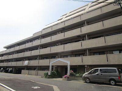 トーカンマンション小倉南 【外観】マンションの外観写真です。お部屋は1階なのでお買い物時の大きな荷物も楽々運べますね。