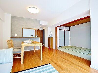 ダイアパレス本八幡 インティメイトなくつろぎを愉しむリビングルームはひそやかな憩いの場となります。リビングとダイニング、2つの空間機能を活かし、巧みに使い分ける発想が、ライフスタイルに新しいゆとりをもたらします。