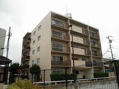 サンマンション栄 閑静な住宅街に立地しています。