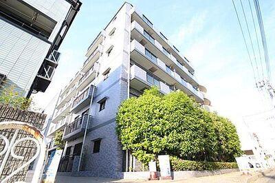 セザール梅島 梅島駅徒歩8分。日照・通風良好。ワイドバルコニーで開放感があります。